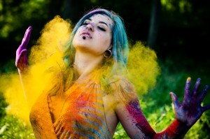 sexy-girl-on-holi